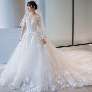 Piękne Białe Suknie Ślubne 2018 Suknia Balowa Z Koronki Haftowane Wycięciem Bez Pleców Długie Rękawy Trenem Królewski Ślub