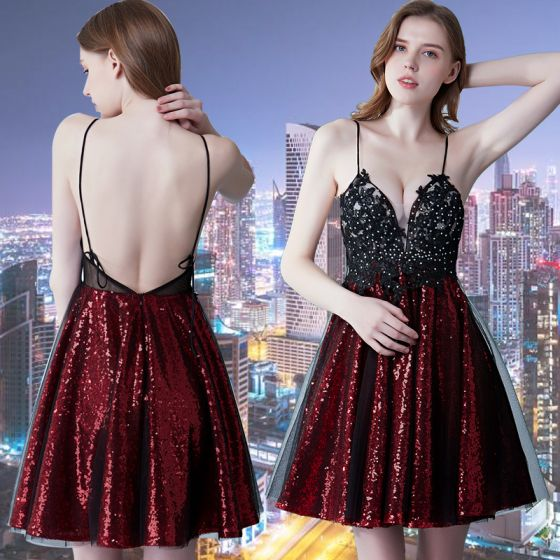 Sexy Burgundy Cocktail Dresses 2019 A-Line / Princess Spaghetti Straps Sleeveless Appliques Lace Rhinestone Glitter Sequins Short Ruffle Backless Formal Dresses