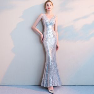 Sparkly Silver Sequins Evening Dresses  2018 Trumpet / Mermaid V-Neck Sleeveless Ankle Length Ruffle Backless Formal Dresses