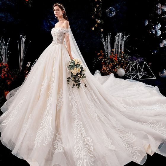 Charmig Champagne Bröllopsklänningar 2019 Prinsessa Av Axeln Beading Tassel Pärla Spets Blomma Appliqués Korta ärm Halterneck Royal Train