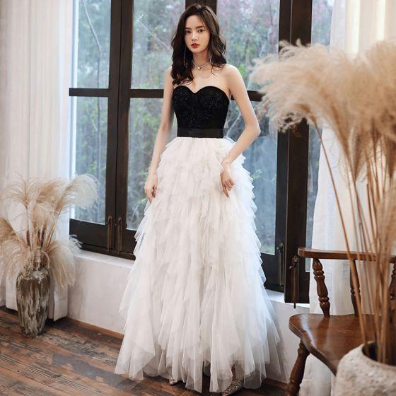 Zwei Töne Schwarz Weiß Abendkleider 2020 A Linie Herz-Ausschnitt Ärmellos Perlenstickerei Stoffgürtel Lange Fallende Rüsche Rückenfreies Festliche Kleider