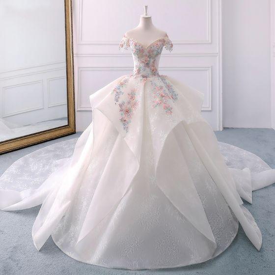 Eleganta Elfenben Bröllopsklänningar 2018 Balklänning Spets Appliqués Beading Pärla Cascading Volanger Av Axeln Halterneck Korta ärm Royal Train Bröllop
