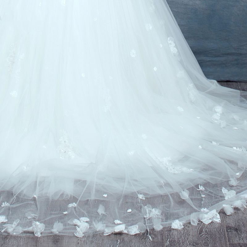 Classic White Wedding Veils 2017 Tulle Lace Embroidered Wedding