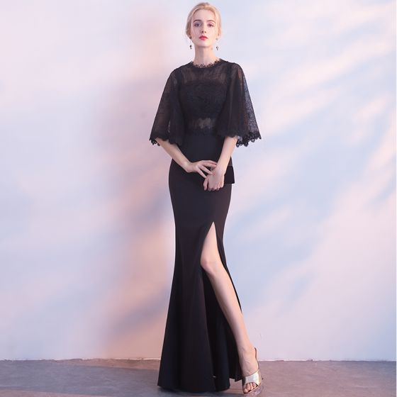 Vestido negro con escote delante