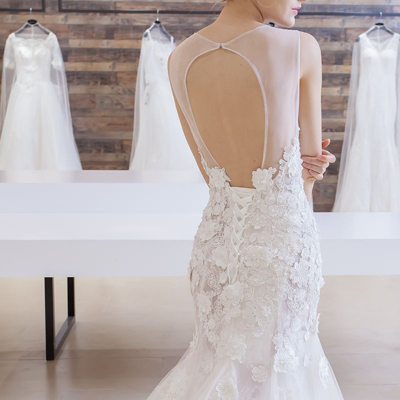 Chic / Beautiful Affordable Church Wedding Dresses 2017 White Trumpet / Mermaid Chapel Train Scoop Neck Sleeveless Backless Lace Appliques Sequins