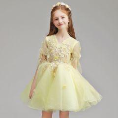 Schöne Gelb Blumenmädchenkleider 2019 A Linie V-Ausschnitt 1/2 Ärmel Applikationen Spitze Blumen Perle Kurze Rüschen Kleider Für Hochzeit