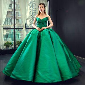 Sencillos Magnífico Verde Oscuro Satén Vestidos de gala 2020 Ball Gown Sweetheart Sin Mangas Colas De La Corte Ruffle Sin Espalda Vestidos Formales