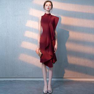 Modern / Fashion Burgundy Homecoming Graduation Dresses 2018 High Neck Knee-Length Ruffle Formal Dresses