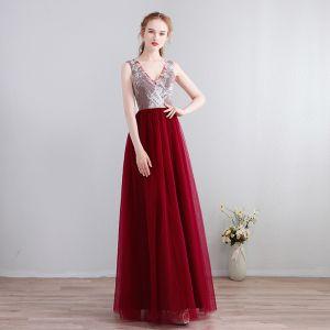Charmant Sexy Lange Abendkleider 2018 V-Ausschnitt Chiffon Schnüren Burgunderrot Applikationen Rückenfreies Perlenstickerei Festliche Kleider