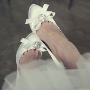 Chic / Beautiful White Wedding Shoes 2018 Rhinestone Bow 10 cm Stiletto Heels Round Toe Wedding Pumps