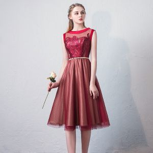Chic / Beautiful Burgundy Homecoming Graduation Dresses 2018 A-Line / Princess Lace Sequins Sash Scoop Neck Sleeveless Knee-Length Formal Dresses