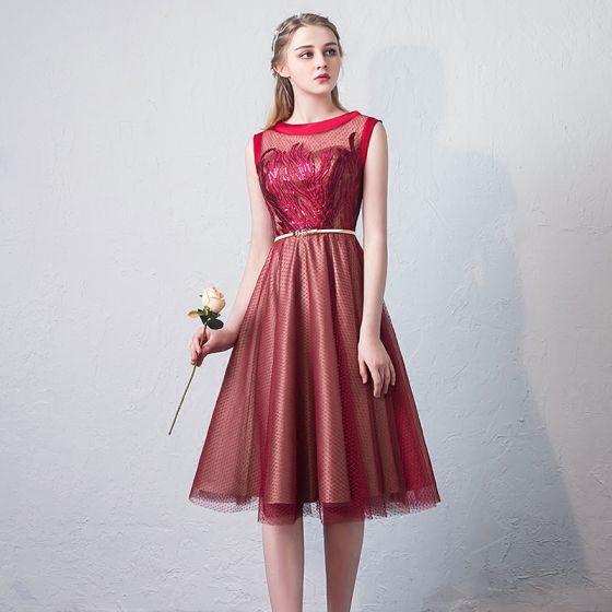 Chic / Beautiful Burgundy Homecoming Graduation Dresses 2018 A-Line / Princess Lace Sequins Sash Scoop Neck Sleeveless Knee-Length Formal Dresses