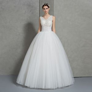 Chic / Beautiful Ivory Wedding Dresses 2018 Ball Gown V-Neck Sleeveless Backless Pearl Appliques Lace Beading Floor-Length / Long Ruffle