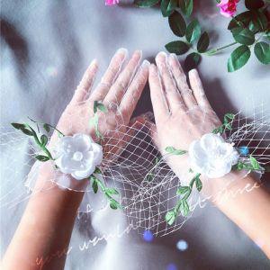 Blomma Fe Vita Brudhandskar 2020 Appliqués Blomma Pärla Spets Tyll Bal Bröllop Tillbehör