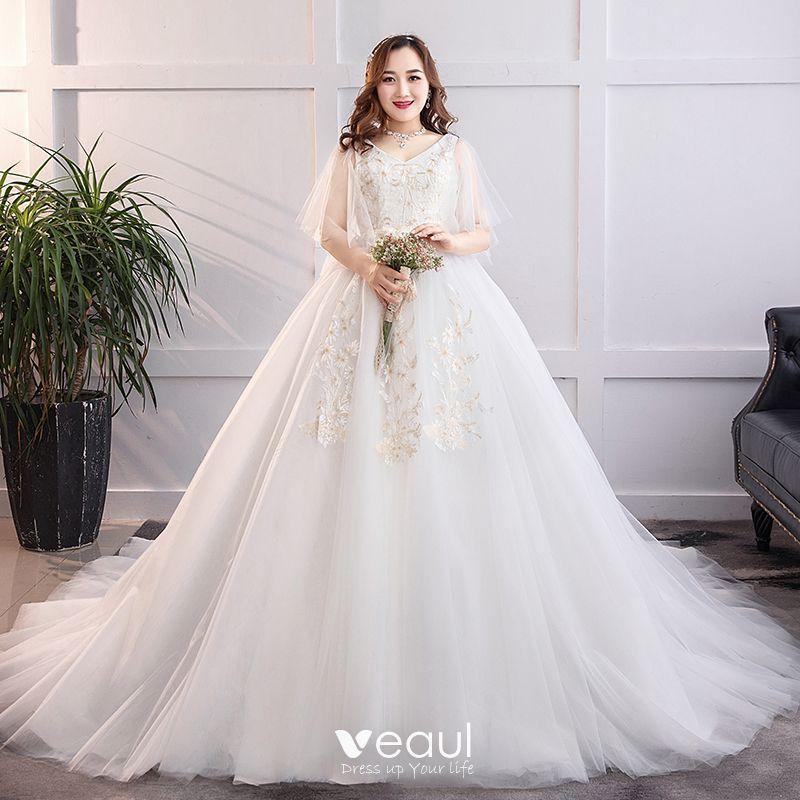 Chic Beautiful White Plus Size Wedding Dresses 2019 A Line Princess Tulle Lace V Neck Appliques Backless Chapel Train Wedding