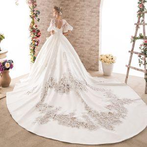 Maravilloso Blanco Traspasado Vestidos De Novia 2018 Ball Gown V-Cuello 1/2 Ærmer Sin Espalda Apliques Con Encaje Rebordear Royal Train