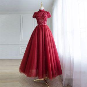 Piękne Burgund Sukienki Na Bal 2018 Princessa Wykonany Ręcznie Frezowanie Cekiny Z Koronki Kwiat Wysokiej Szyi Kótkie Rękawy Bez Pleców Długość Kostki Sukienki Wizytowe