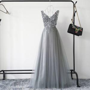 Sexy Gris Robe De Bal 2019 Princesse Col v profond Sans Manches Paillettes Perlage Longue Volants Dos Nu Robe De Ceremonie