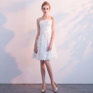 Klassisch Elegante Weiß Hochzeit 2018 A Linie Tülle Kurze Applikationen Rückenfreies Bandeau Brautkleider