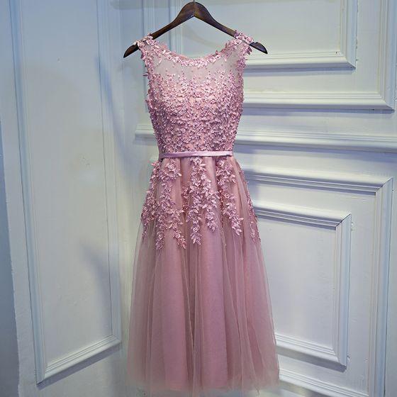 Schlicht Pink Brautjungfernkleider 2017 A Linie Mit Spitze Blumen Perlenstickerei Rundhalsausschnitt Ärmellos Kurze Kleider Für Hochzeit