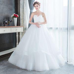 Schlicht Erschwinglich Weiß Garten / Im Freien Brautkleider / Hochzeitskleider 2019 A Linie Herz-Ausschnitt Ärmellos Rückenfreies Lange Rüschen