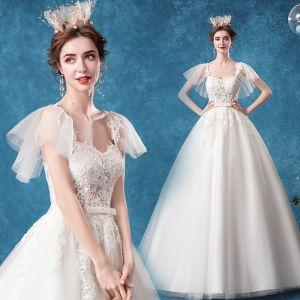 Schöne Ivory / Creme Brautkleider / Hochzeitskleider 2020 Ballkleid Eckiger Ausschnitt Schleife Spitze Blumen Kurze Ärmel Rückenfreies Hof-Schleppe