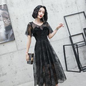 Hermoso Negro De Encaje de fiesta Vestidos de graduación 2020 A-Line / Princess Scoop Escote Manga Corta Té De Longitud Ruffle Vestidos Formales