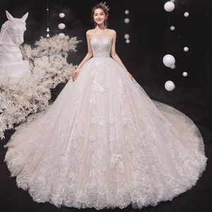 Charmant Ivory / Creme Brautkleider / Hochzeitskleider 2020 Ballkleid Bandeau Pailletten Spitze Blumen Ärmellos Rückenfreies Königliche Schleppe