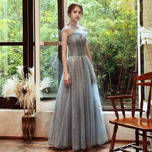 Błyszczące Szary Przezroczyste Sukienki Wieczorowe 2020 Princessa Wysokiej Szyi Bez Rękawów Frezowanie Cekiny Długie Bez Pleców Sukienki Wizytowe
