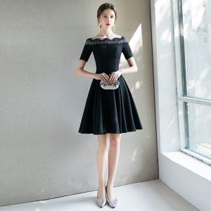 Mode Schwarz Heimkehr Abiballkleider 2018 A Linie Rundhalsausschnitt Kurze Ärmel Kurze Rüschen Festliche Kleider