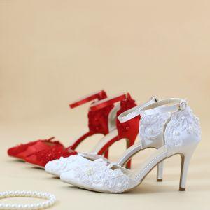 Abordable Blanche Chaussure De Mariée 2019 Bride Cheville En Dentelle Fleur Perle 8 cm Talons Aiguilles À Bout Pointu Mariage Talons Hauts