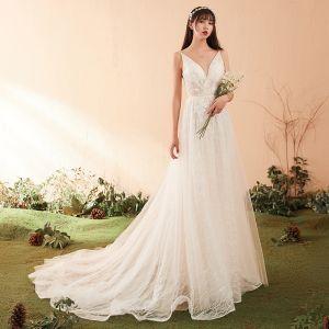 Modest / Simple White Wedding Dresses 2018 A-Line / Princess Lace V-Neck Spaghetti Straps Backless Court Train Sleeveless Wedding