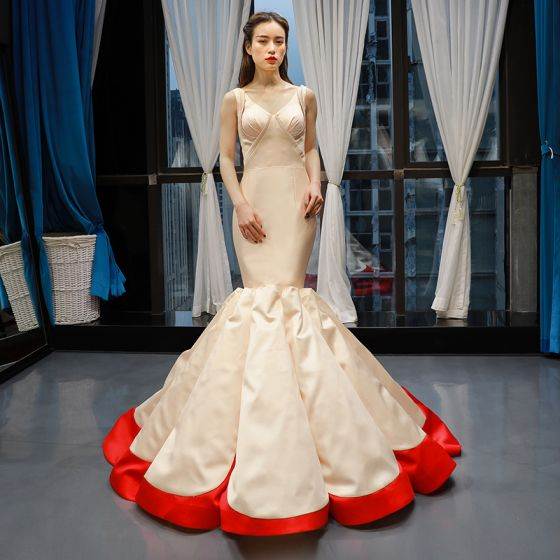 Två tonig Champagne Röd Satin Röda mattan Aftonklänningar 2020 Trumpet / Sjöjungfru V-Hals Ärmlös Svep Tåg Ruffle Halterneck Formella Klänningar