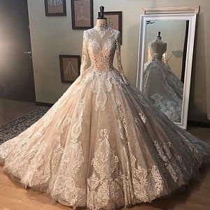 Vintage Champagner Durchsichtige Brautkleider / Hochzeitskleider 2019 A Linie Stehkragen Lange Ärmel Rückenfreies Applikationen Spitze Perlenstickerei Lange Rüschen