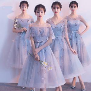 Chic / Belle Gris Robe Demoiselle D'honneur 2018 Princesse Appliques En Dentelle Ceinture Thé Longueur Volants Dos Nu Robe Pour Mariage