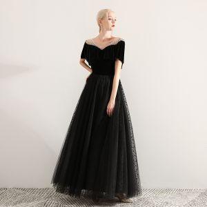 Elegante Zwarte Galajurken 2019 A lijn V-Hals Suede Kralen Korte Mouwen Ruglooze Lange Gelegenheid Jurken