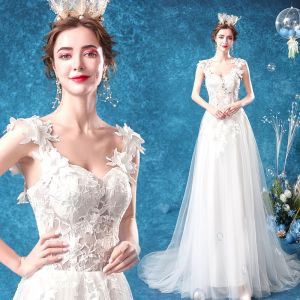 Illusion Affordable White Beach Pierced Wedding Dresses 2020 A-Line / Princess Shoulders Sleeveless Backless Appliques Flower Beading Sweep Train
