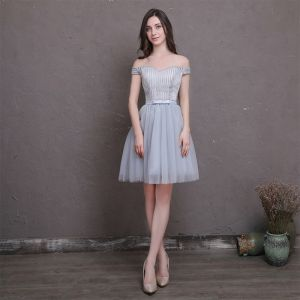 Chic / Beautiful Silver Homecoming Graduation Dresses 2018 A-Line / Princess Bow Off-The-Shoulder Backless Sleeveless Short Formal Dresses