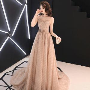 Eleganta Champagne Aftonklänningar 2019 Prinsessa Spaghettiband Ärmlös Skärp Slits Fram Domstol Tåg Ruffle Halterneck Formella Klänningar