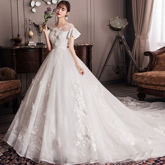 Elegant Ivory Empire Pregnant Wedding Dresses 2019 Scoop Neck Appliques Lace Flower Bell sleeves Backless Cathedral Train