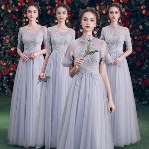 Hermoso Gris Transparentes Vestidos De Damas De Honor 2019 A-Line / Princess Apliques Con Encaje Largos Ruffle Sin Espalda Vestidos para bodas