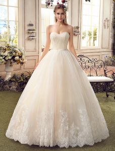 Robe De Mariée Simple Champagne 2017 Sweetheart Applique Robes De Bal Dentelle