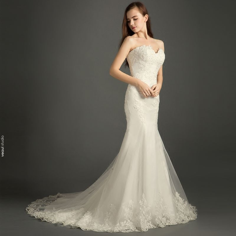 Chic / Beautiful Wedding Dresses 2017 White Trumpet / Mermaid Chapel Train Cascading Ruffles Sweetheart Backless Sleeveless Pearl Beading Lace Appliques