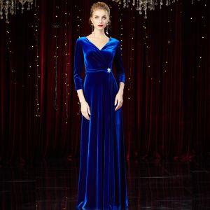 Modest / Simple Royal Blue Velour Winter Evening Dresses  2020 A-Line / Princess V-Neck 3/4 Sleeve Rhinestone Sash Floor-Length / Long Ruffle Formal Dresses