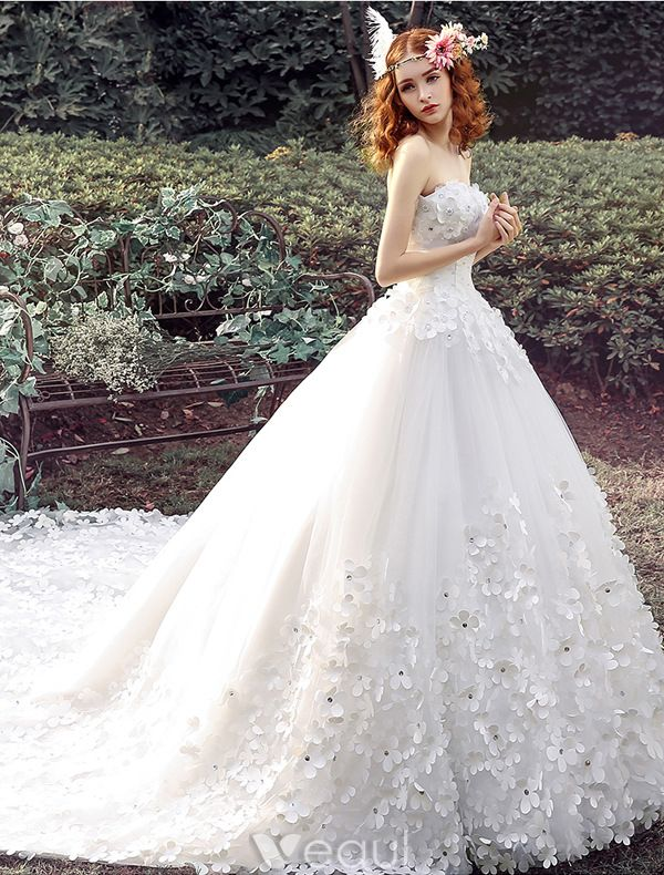 Glamorous Wedding Dresses 2016 Ball Gown Strapless Applique Beading White Tulle Bridal Dress With Long Train