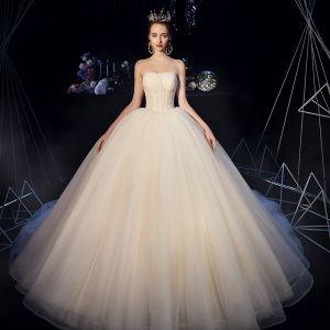 Enkla Champagne Organza Korsett Bröllopsklänningar 2019 Balklänning Axelbandslös Ärmlös Halterneck Cathedral Train Ruffle
