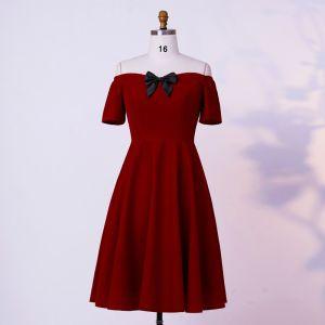 Classic Elegant Burgundy Homecoming Graduation Dresses 2020 A-Line / Princess Short Sleeve Handmade  Off-The-Shoulder Short Summer Formal Dresses