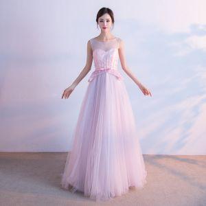 Schön Rosa Durchsichtige Abendkleider 2018 A Linie Rundhalsausschnitt Ärmellos Schleife Stoffgürtel Perlenstickerei Hof-Schleppe Rüschen Festliche Kleider
