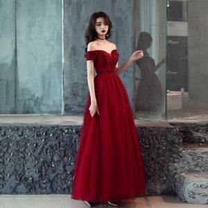 Chic / Beautiful Burgundy Prom Dresses 2019 A-Line / Princess Short Sleeve Off-The-Shoulder Beading Floor-Length / Long Ruffle Backless Formal Dresses
