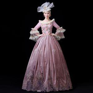 Vintage Medieval Rosa Ball Gown Vestidos de gala 2021 Largos Manga Larga Encaje 3D Flor Bordado Hecho a mano Rebordear Perla De Encaje Satén Cosplay Gala Vestidos Formales